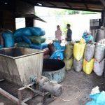 Bên trong nơi sản xuất cà phê bẩn bằng đậu tương